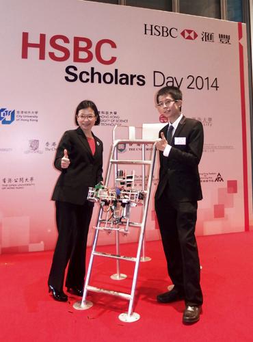 Ms Anita Fung (Social Sciences alumna), CEO of HSBC Hong Kong with Cheung Chim-Lee (BEng, Year 2) and his robot
